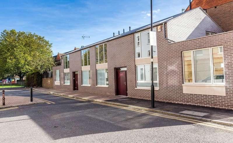 3 Bedrooms House for sale in Randells Street, Kings Cross, London
