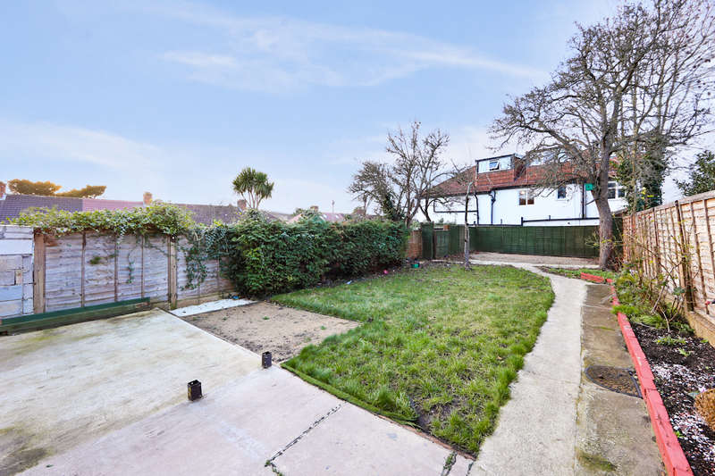 4 Bedrooms Semi Detached House for sale in Flamsted Avenue, Wembley