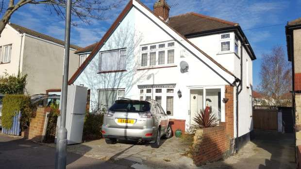 3 Bedrooms Semi Detached House for sale in Warland Road Warland Road, Plumstead, SE18