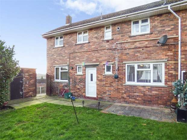 3 Bedrooms Semi Detached House for sale in Bryn Eglwys Road, Wrexham