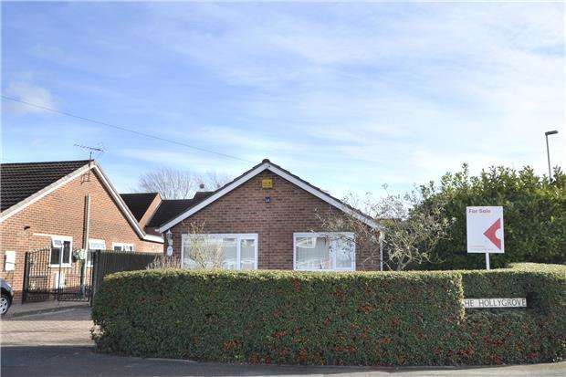 3 Bedrooms Detached Bungalow for sale in The Holly Grove, Quedgeley, GLOUCESTER, GL2 4UU