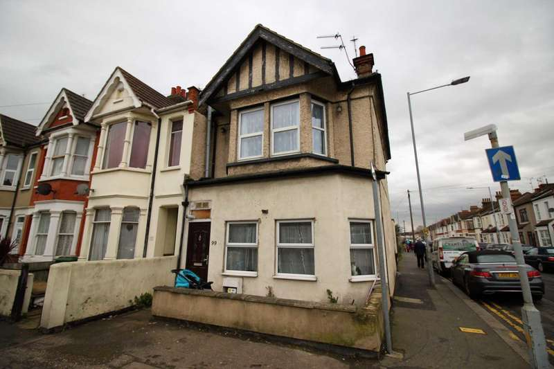 1 Bedroom Flat for sale in Bournemouth Park Road, Southend on Sea, Essex