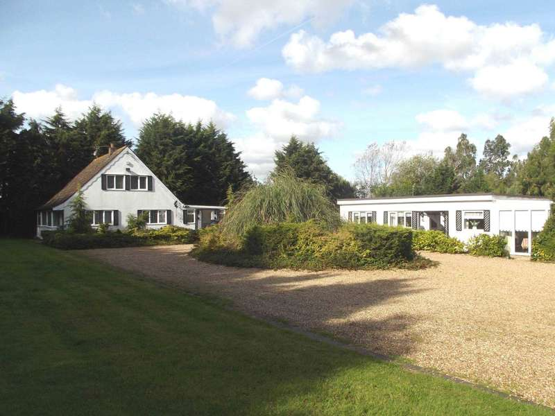 4 Bedrooms Detached House for sale in Highlands Hill, Mayland