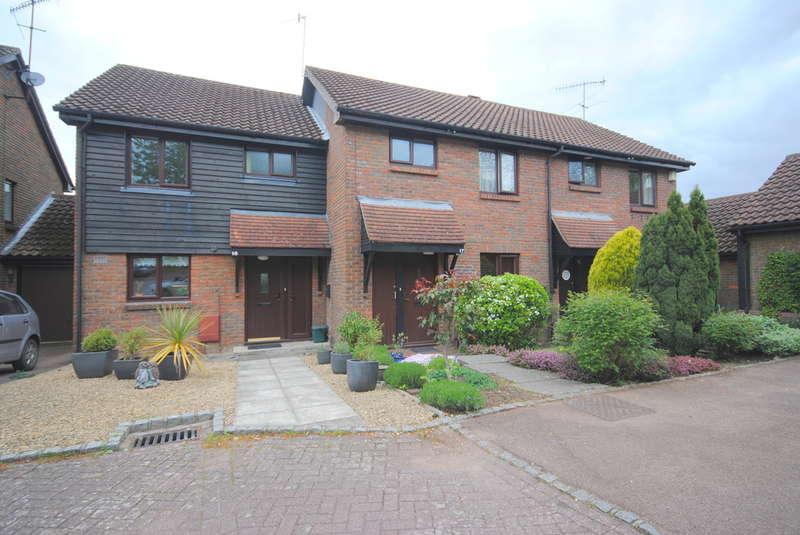 2 Bedrooms Semi Detached House for rent in Limpsfield, Oxted, Surrey