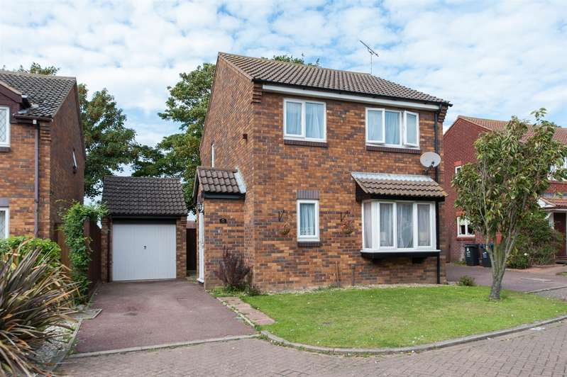 3 Bedrooms Detached House for sale in Hunting Gate, Birchington