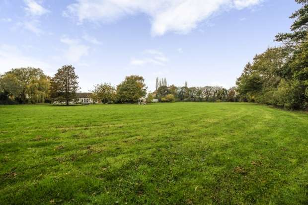 4 Bedrooms Land Commercial for sale in Potter Hill Road, Newark, Nottinghamshire, NG23 7PY