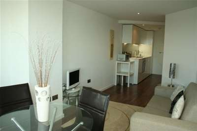 2 Bedrooms Flat for rent in Bridgewater Place, Water Lane, Leeds City Centre