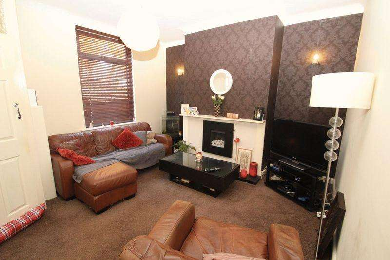 3 Bedrooms Terraced House for sale in Manchester Road, Castleton OL11 2TL