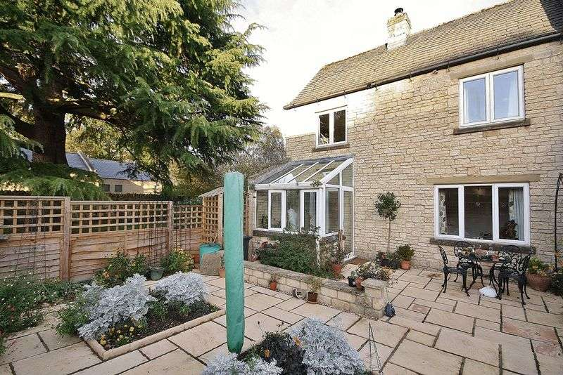 2 Bedrooms Property for sale in St Mary's Mead, Witney