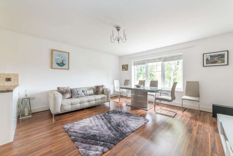 2 Bedrooms Apartment Flat for sale in Heron Place, Bank Mill, Berkhamsted HP4
