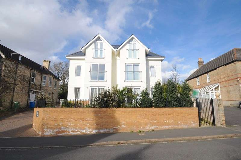 3 Bedrooms Town House for sale in Sandringham Road, Lower Parkstone, Poole