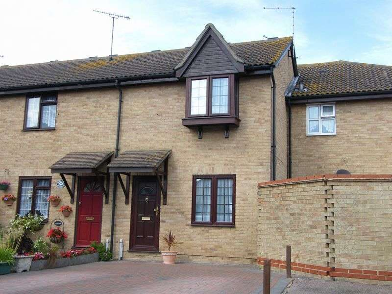 2 Bedrooms Terraced House for rent in Havenside, Little Wakering