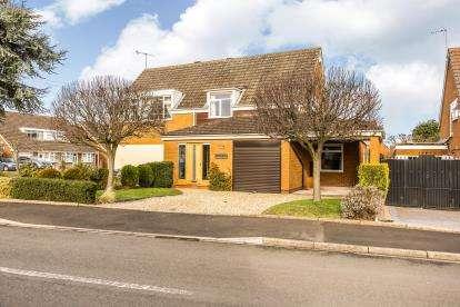 3 Bedrooms Semi Detached House for sale in Harvine Walk, Norton, Stourbridge, West Midlands