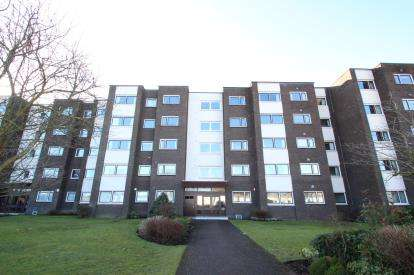 2 Bedrooms Flat for sale in Beechlands Avenue, Netherlee
