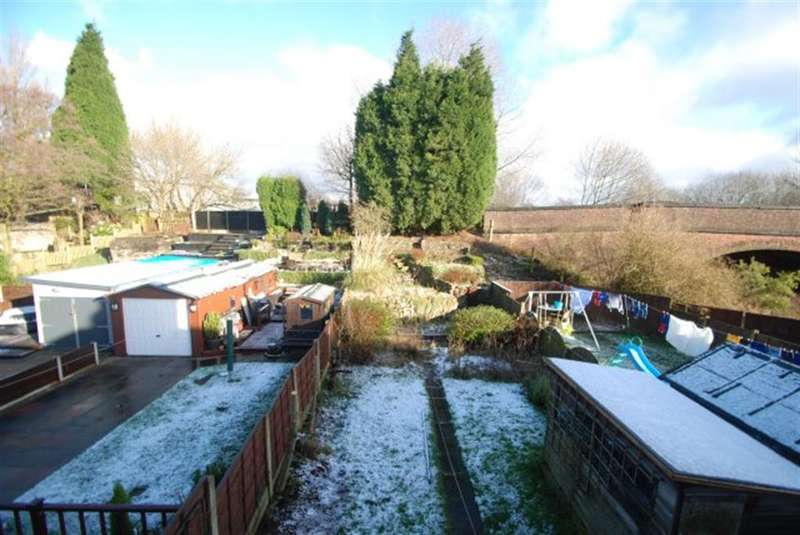 3 Bedrooms Semi Detached House for sale in Belvor Avenue, Audenshaw, Manchester, M34 5PA