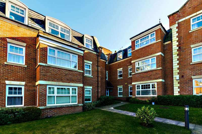 2 Bedrooms Flat for sale in Kings Road, Woking, GU21