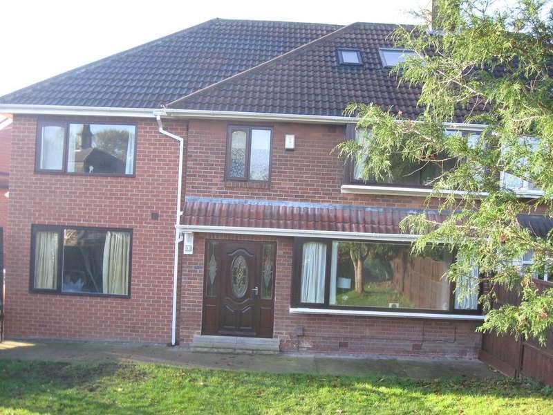 5 Bedrooms Semi Detached House for sale in Lambert Avenue, Leeds LS8