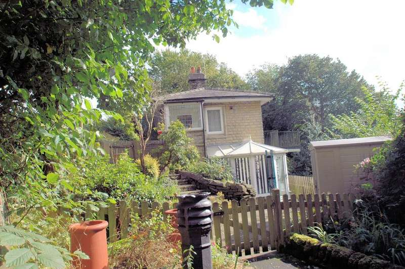 3 Bedrooms Detached House for rent in The Lodge, 7 Birdcage Hill, Savile Park HX3