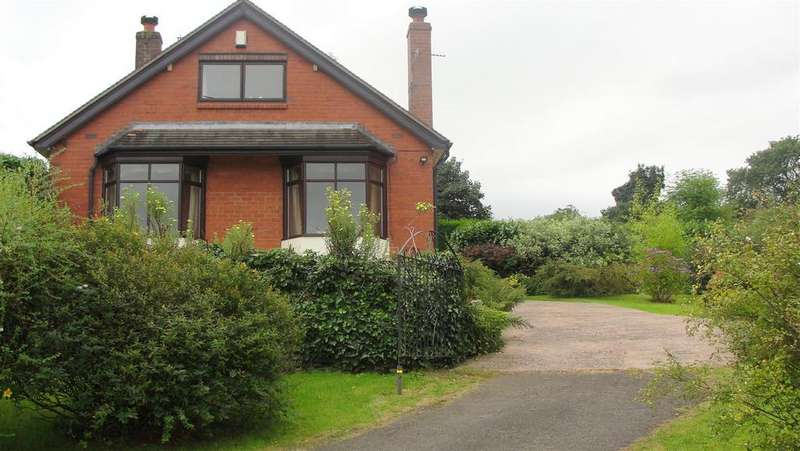 3 Bedrooms Detached Bungalow for sale in Clough Hall Drive, Talke