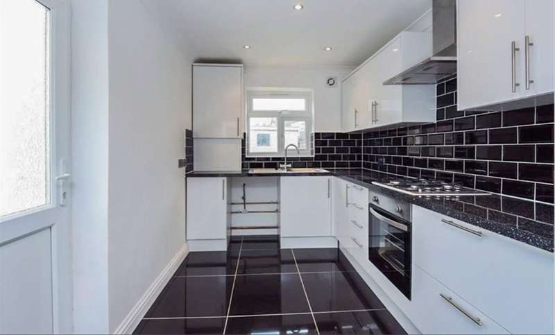 4 Bedrooms Terraced House for rent in Parchmore Road, Thornton Heath, CR7 8LX