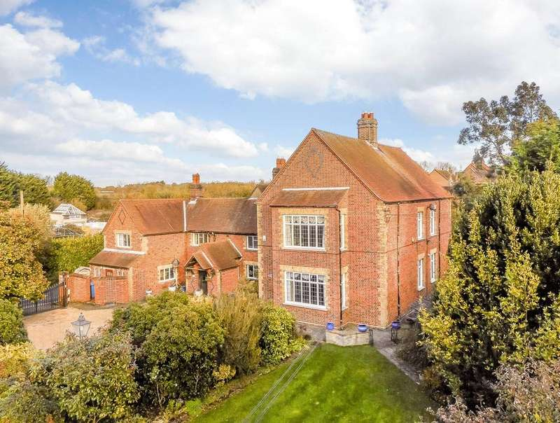 5 Bedrooms Detached House for sale in Bowyers Lane, Moss End, Bracknell, Berkshire