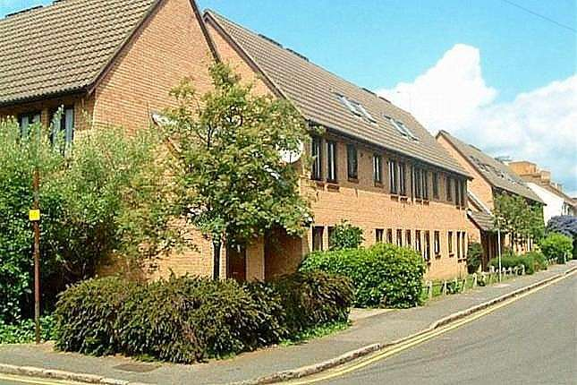 1 Bedroom Flat for sale in Stephenson Court, Osborne Street, Slough, SL1
