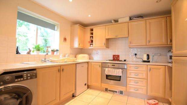 2 Bedrooms Apartment Flat for sale in Kingswood Close, Camberley, Surrey