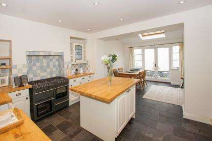 3 Bedrooms Semi Detached House for sale in Harry Stoke Road, Stoke Gifford, Bristol