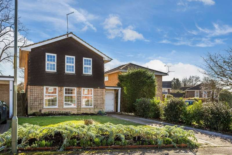 4 Bedrooms Detached House for sale in Bromford Close, Oxted