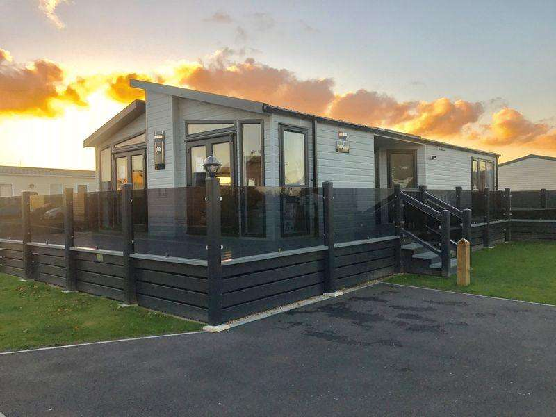 2 Bedrooms Caravan Mobile Home for sale in TATTERSHALL LAKES, TATTERSHALL