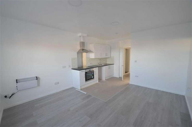 3 Bedrooms Flat for rent in Gateshead
