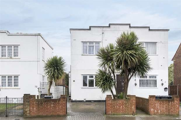 2 Bedrooms Flat for sale in Bear Road, Feltham, Middlesex