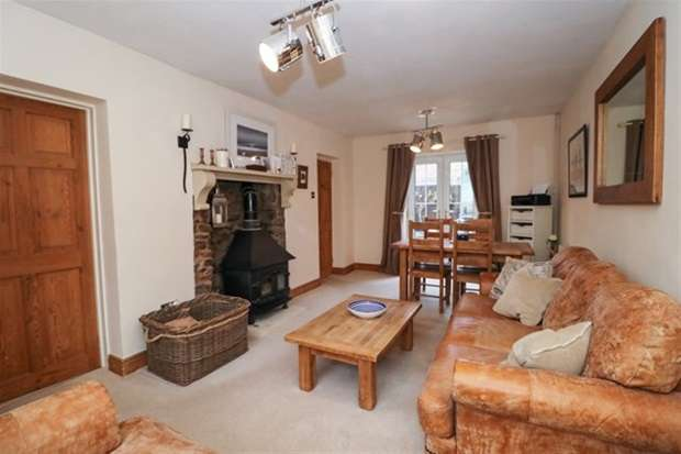 3 Bedrooms Terraced House for sale in The Cross