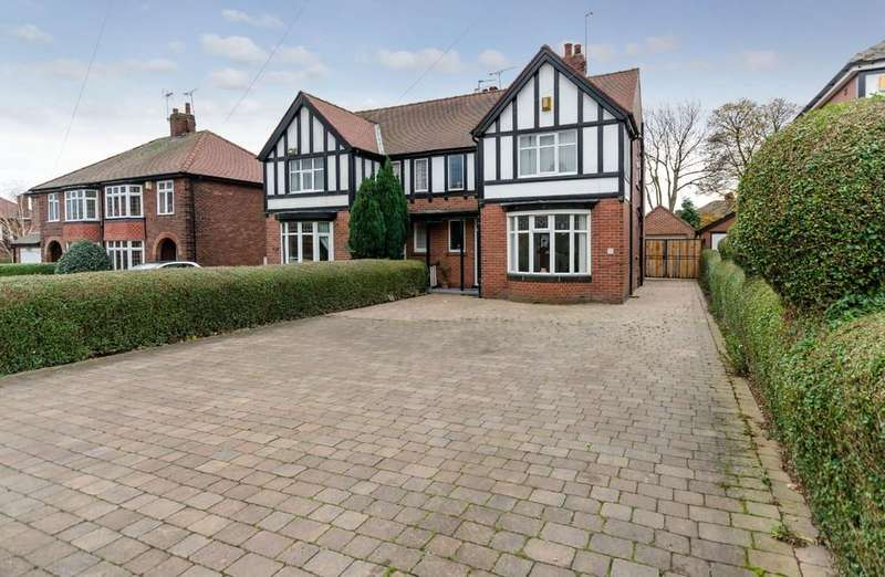 4 Bedrooms Semi Detached House for sale in Park Lane, Pontefract