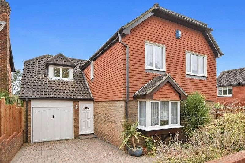 4 Bedrooms Property for sale in Chaucer Close, Nork Banstead, Surrey