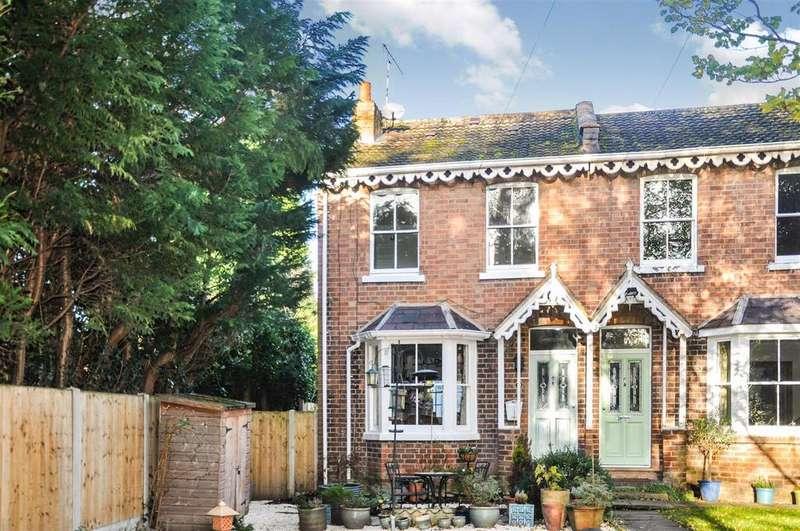3 Bedrooms Semi Detached House for sale in Vine Lane, Warwick