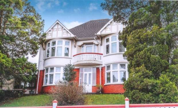 6 Bedrooms Detached House for sale in Ceidrim Road, Ammanford, Dyfed, SA18 1LP