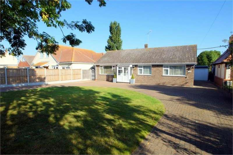 3 Bedrooms Bungalow for sale in Point Clear Road, CLACTON-ON-SEA, Essex