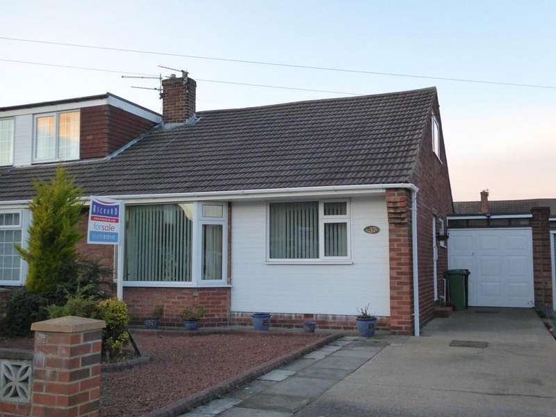 2 Bedrooms Semi Detached Bungalow for sale in Simonside Avenue, Stakeford, Choppington