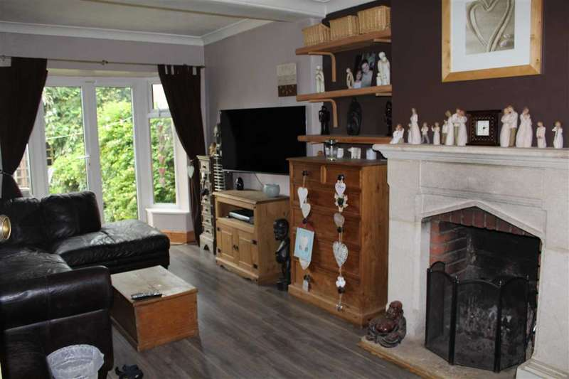 3 Bedrooms Semi Detached House for sale in Vicarage Road, Swindon