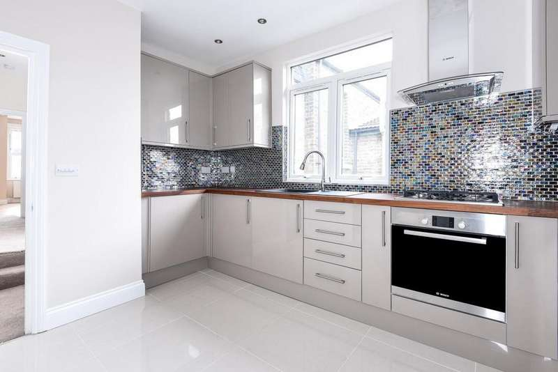 3 Bedrooms Flat for sale in Aldis Street, Tooting