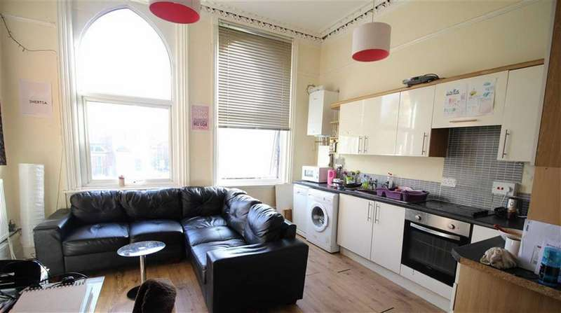 6 Bedrooms House Share for rent in Wilmslow Road, Manchester