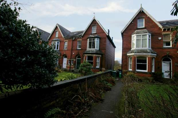 5 Bedrooms Semi Detached House for sale in Manchester Road, Rochdale, Lancashire, OL11 3HE