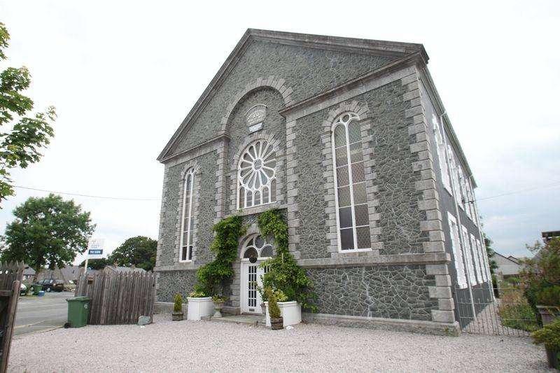 4 Bedrooms Apartment Flat for sale in Llanrug, Gwynedd