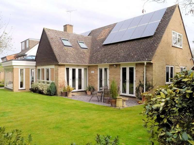 5 Bedrooms Chalet House for sale in Buccleuch Road, Datchet SL3