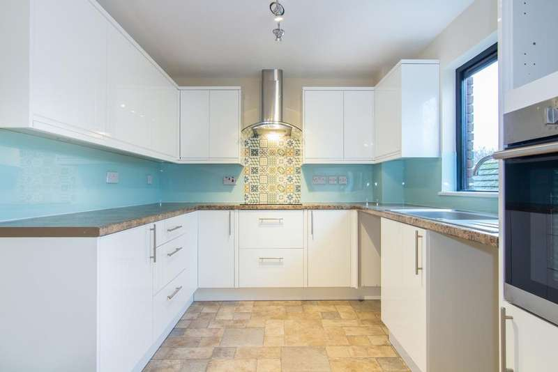 3 Bedrooms Flat for sale in West Quay Drive, Hayes