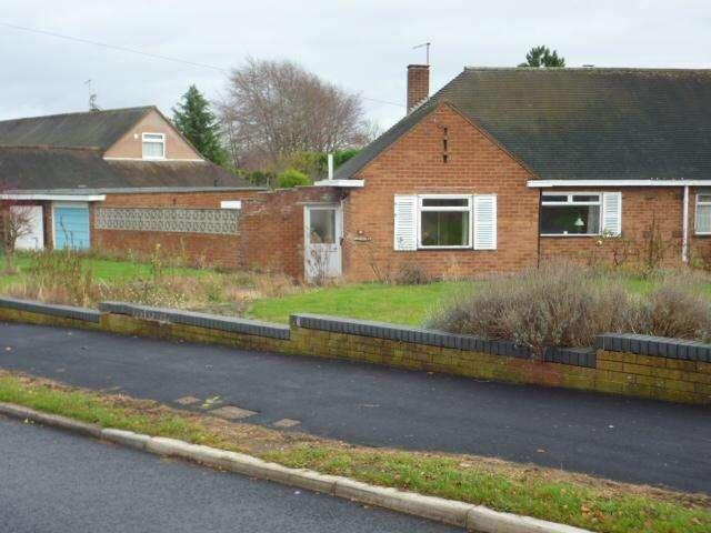 3 Bedrooms Semi Detached Bungalow for sale in HEATH FARM ROAD, NORTON, STOURBRIDGE DY8