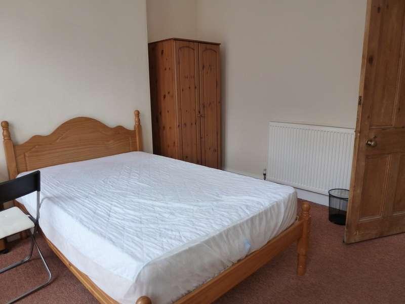 3 Bedrooms Property for rent in Cross Street, Derby DE22