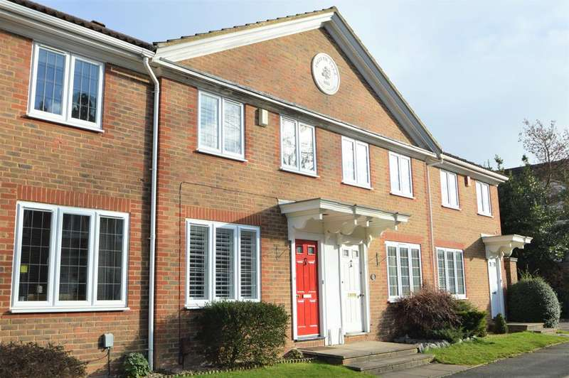 3 Bedrooms Detached House for sale in Rosslyn Park, Weybridge KT13