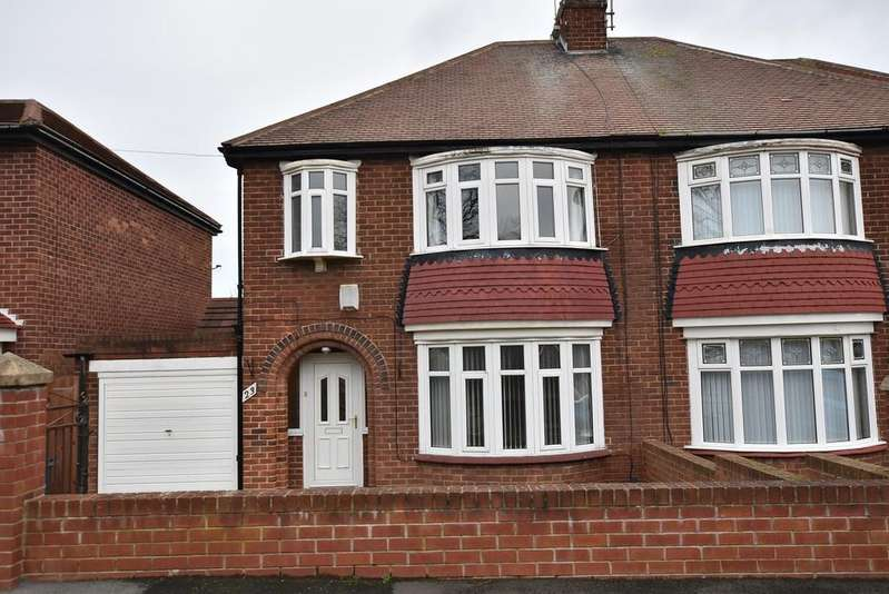 3 Bedrooms Semi Detached House for sale in Cairns Road, Fulwell